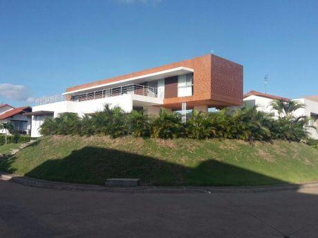 Casa En Colinas De Urubó Sector 1