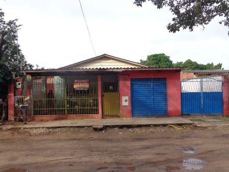 Casa Economica Con Terreno Amplio!!!