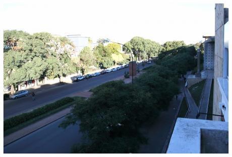 A Lado De Fac De Arquitectura, Buenos Serv, Balcón, G.c 1500