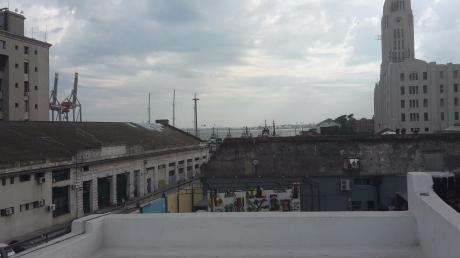 Ciudad Vieja Totalmente A Nuevo 2 Dormitorio, 2 Baños, Balcón Parrillero, Patio