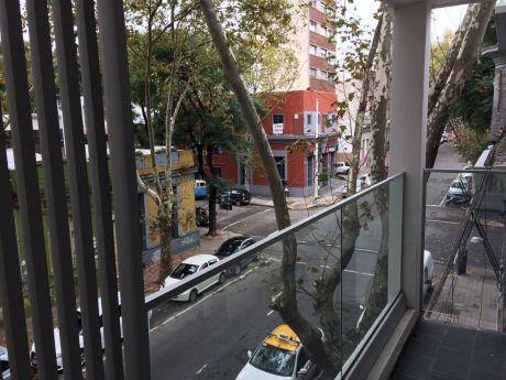 A Estrenar!!! Amplios Ambientes, Balcón, Buena Ubicación