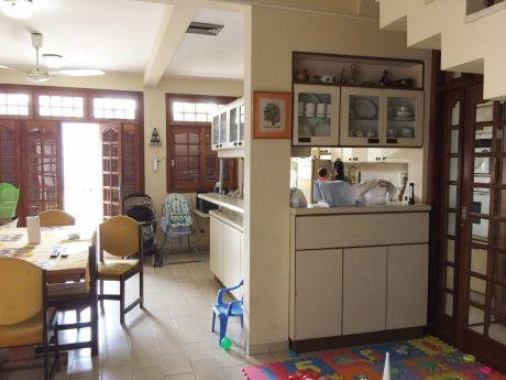 Vende Casa En 4 Niveles Zona Barrio Obrero
