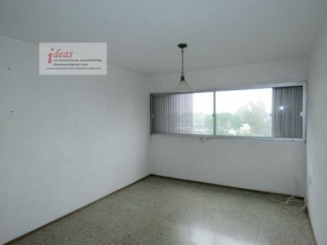 Apartamento De 2 Dormitorios, Euskal Erría, Muy Buen Estado Y Ubicación