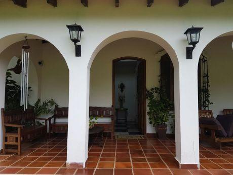 Residencia Con 22.989 M2 De Sup. Terreno En El Barrio Cerrado Surubi-i