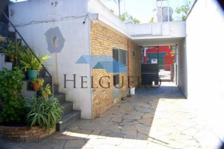 Casa De 212 M2. Barbacoa, Garaje Y Galpón De 110 M2
