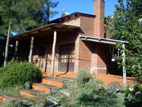 Hermosa Casa De Tres Dormitorios Y Terreno Adyacente.