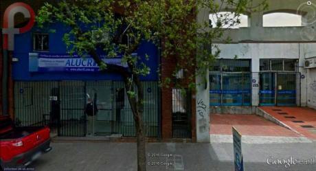 Local Y Salon Completo Con Frente - Tres Cruces - Hoy Tiene Renta