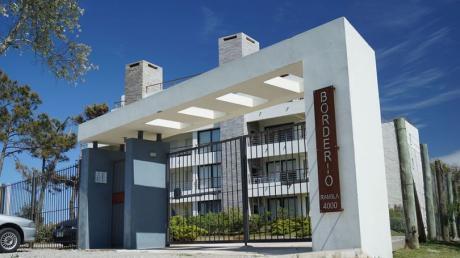 Apartamento En Edificio Borderio - Rambla Costanera