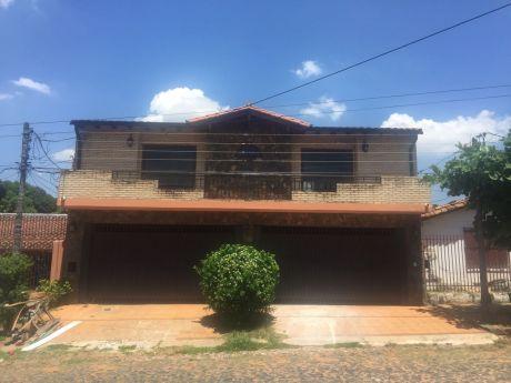 Hermosa Residencia En Zona Residencial Cerca De La Municipalidad De Asuncion