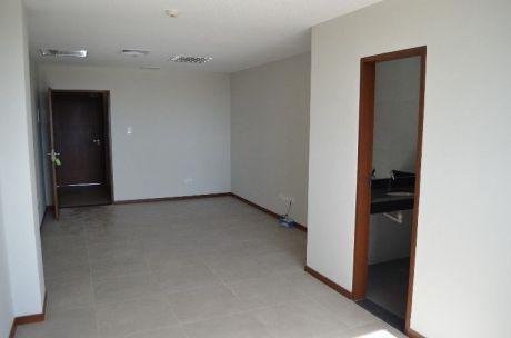 Oficina De Lujo En Urubo Business Center.