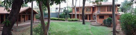 Banco Central: Elegante Residencia - Estilo Campestre - Con Amplio Terreno 1089m
