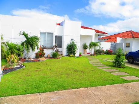 """Hermosa Casa En Santa Cruz De La Colina """"urubo"""""""