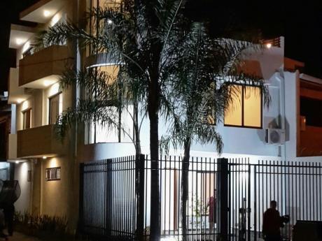 Hermosa Casa A Estrenar En El Exclusivo Barrio Mburucujá.