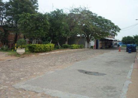 Vendo A 1 Cuadra De La Venida Artigas Zona Industrial  3.000 M2 De Galpones Con 7.000 M2 De Terreno