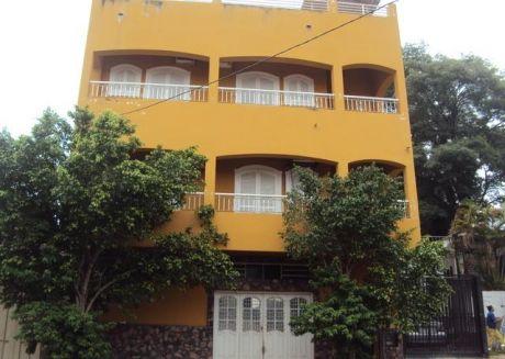Alquilo Edificio De 3 Pisos A 5 Cuadras De Gral Santos Y 7 De Felix Bogado