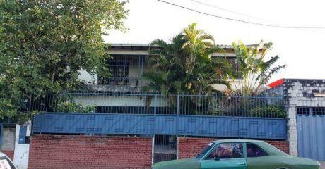 Amplia Casa Sobre 19 Proyectadas En Dos Terrenos!! !ref:ab84