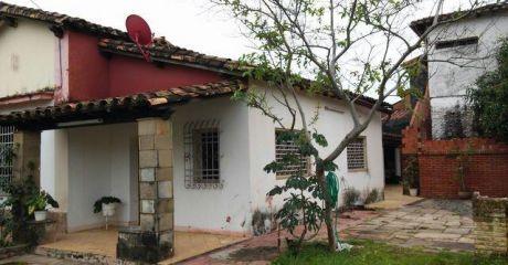 Casa En Esquina Con Salon Comercial Sobre Avda En Barrio Sajonia