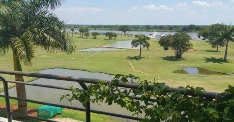 Enorme Y Lujoso Departamento Con Vista Al Rio En El Yacht Y Golf Club. Lambare