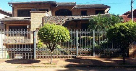 Vendo Importante Residencia Zona Mburucuya