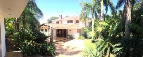 Imponente Casa Sobre Campo De Golf Del Yacht Y Golf Club Lambare!!