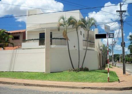 En Bº Mburucuya Vendo Elegante Residencia De 2 Plantas