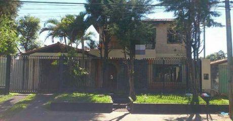 Hermosa Casa A Pasos De Rakiura.