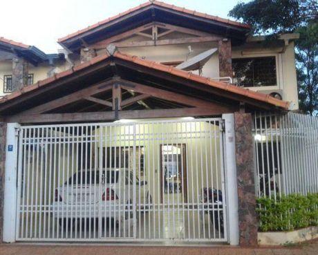 Alquilo Casa C/  Piscina En Fernando De La Mora Zona Norte