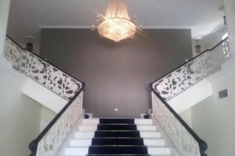 Majestuosa Residencia De 4 Dormitorios Dos En Suite.