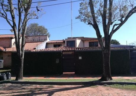 Vendo Casa Detras Quarrtier Maria !!! 800 Mts De Mcal Lopez Con Piscina,