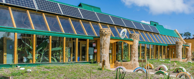 El arte de reciclar materiales para construir casas