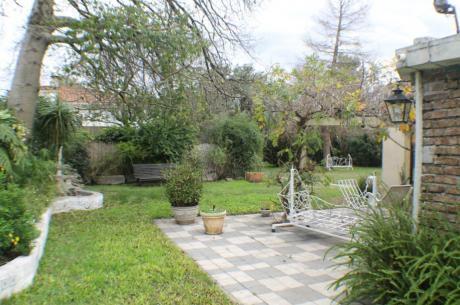 Sólida Casa En Gran Parque De 879 M2, 3 Dorm, Estar, Parrillero, Imperdible!