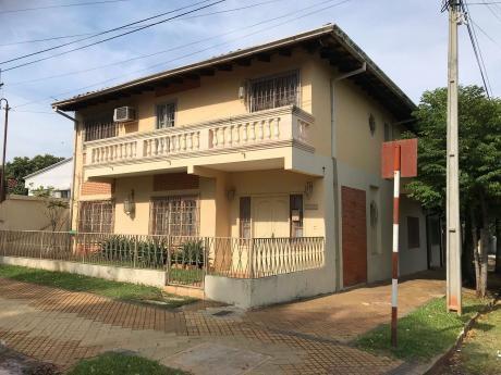 Vendo Amplia Casa De 4 Dormitorios En Esquina En Barrio Herrera