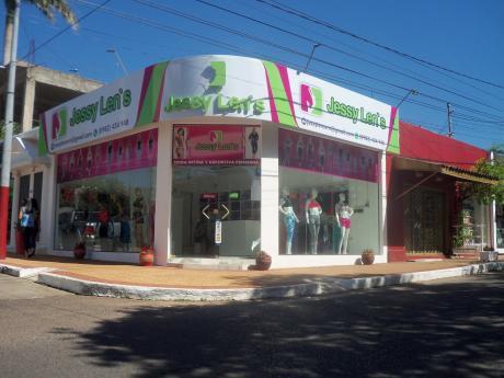 Alquilo Salon Detrás Del Shopping Mcal Lopez  En Esquina