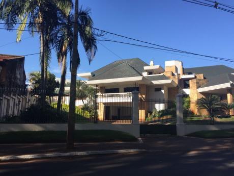 Vendo Residencia En Barrio Boquerón Frente Al Lago De La República
