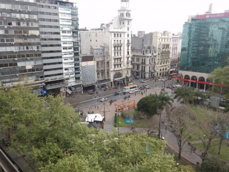 Piso 10, Al Frente Con Vista A Plaza Del Entrevero!