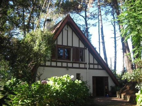 * Hermosa Casa De 2 Plantas En El Pinar Sur!!