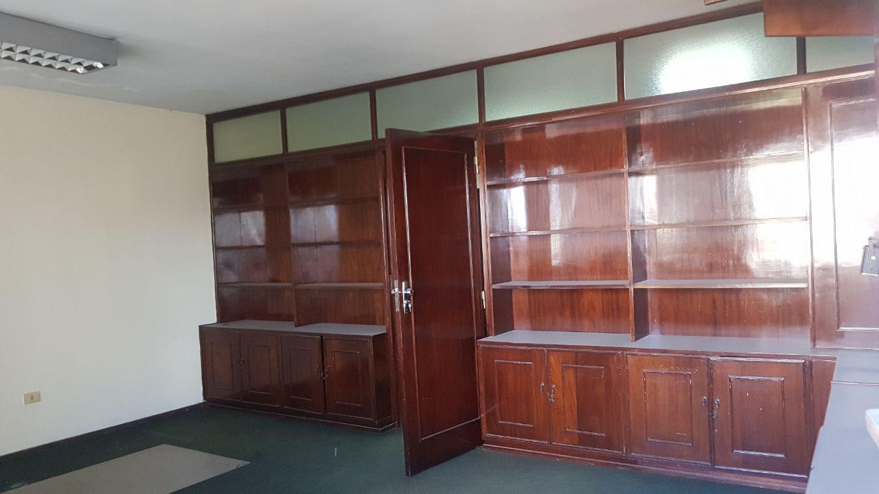 Oficina En El Edificio Beton