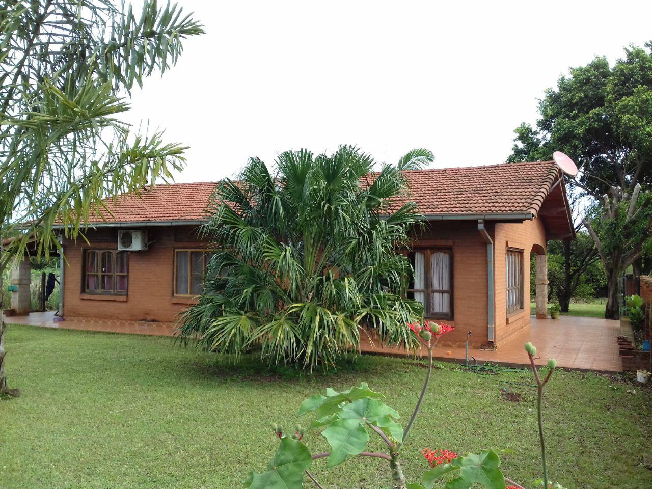 Bella Casa En Tranquilo Barrio De Bella Vista.