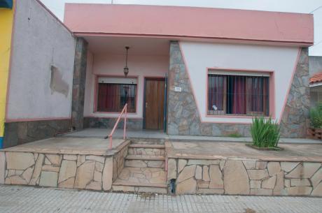 Casa De Tres Dormitorios En Zona Hospital