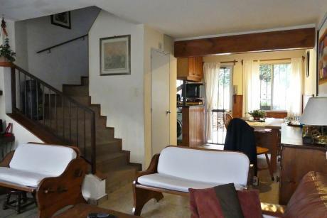 Apartamento Tipo Casa En Duplex 3 Dormitorios Parrillaero Cochera