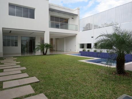 Vendo Residencia En Mcal Estigarribia, En Pozo.