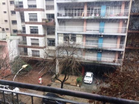 Apartamento De 2 Dormitorios Y 2 Baños A Metros De La Rambla