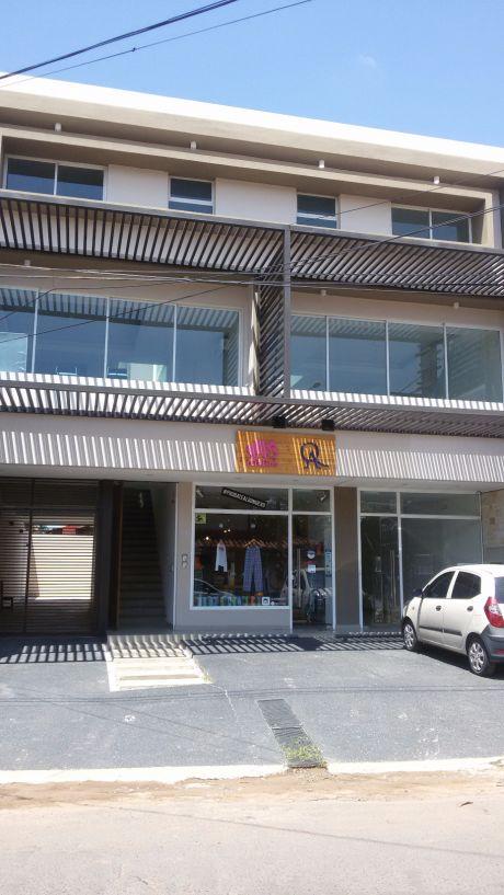 Excelente Local Comercial A 40 Metros Del Shopping Del Sol