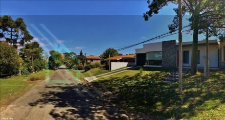Hermosa Casa Situada En Zona Residencial De Colonia Del Sacramento