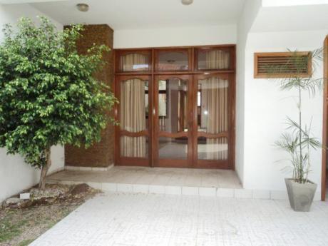 Casa De 3 Plantasen Alquiler Para Oficina O Vivienda.
