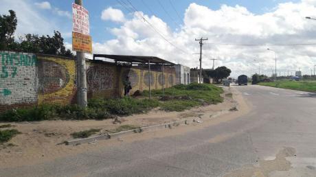 Terreno De 860 Metros  Sobre Avenida  Zona Cambodromo 8tavo Anillo