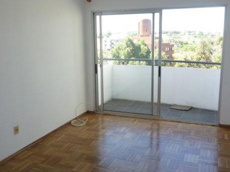 Alquiler Apartamento, Monoambiente Malvin Con Terraza Y Calefaccion