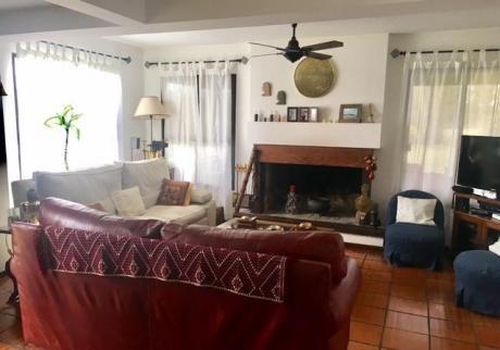 Linda Casa En Lomas De 4 Dormitorios