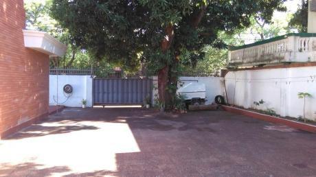 Residencia En Barrio Villa Amelia, Frente Al Complejo Torres