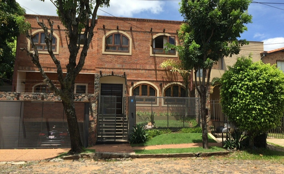 VENDO V-024 Residencia - Barrio Mburucuyá
